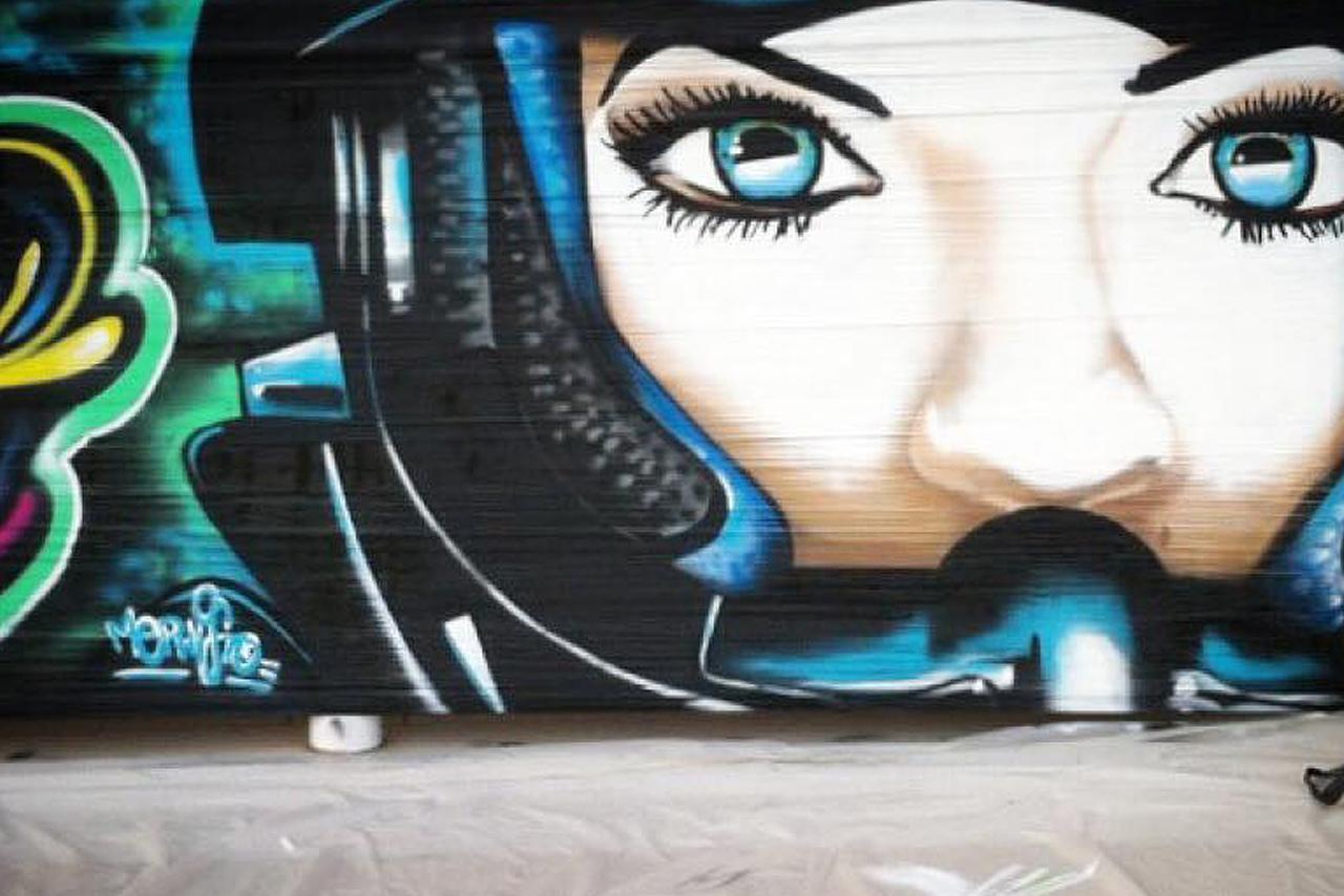 performance-street-art-live-by-mephistodesign-vallauris-cellograff
